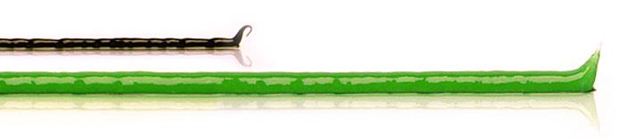 Streifen einer schwarzen Zugsalbe, unterhalb längerer Streifen grüner ilon Abszess-Salbe